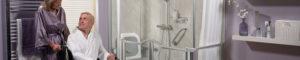 homme-en-siege-roulant-salle-de-bain